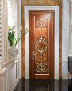 Lamda, Luxuriöse Tür mit Blattgoldschnitzereien