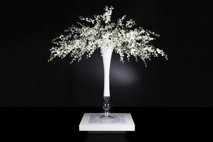 Sayonara Zusammensetzung, Glasvase mit künstlichen Blumen