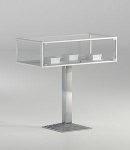 ALLdesign plus 1/PFP, Horizontale Glasvitrine mit Säulenbasis
