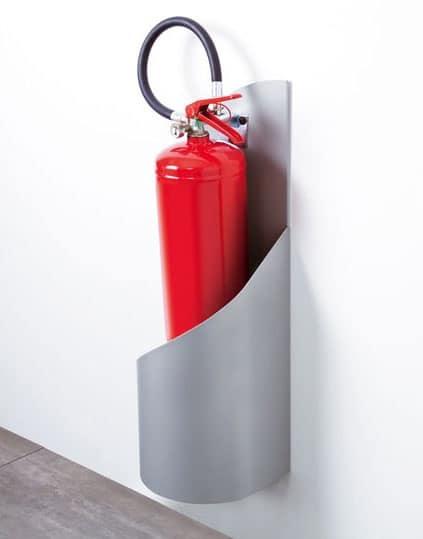 Grisù, Feuerlöscher stehen aus verzinktem und lackiertem Stahl