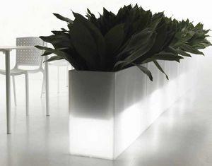 Kado, Außenvasen aus Polyethylen