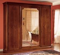 Opera Kleiderschrank, Holzgehäuse von Hand dekoriert, im klassischen Stil