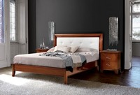 Vivre Bett Art. 396, Klassisches Bett gehauen, mit Kopfteil in Leder bezogen